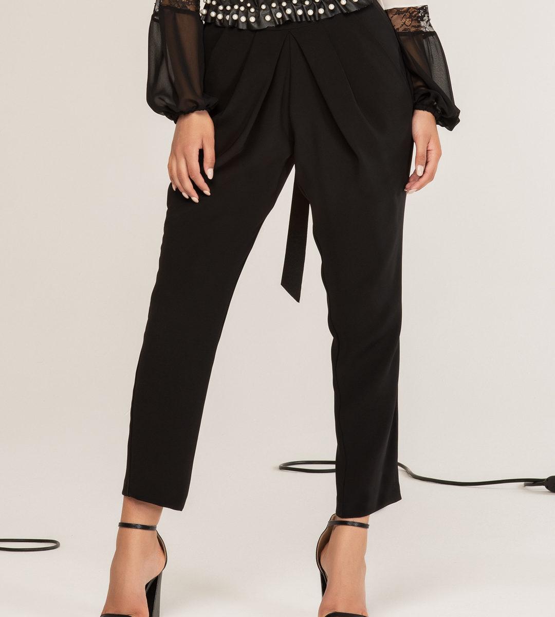 Pantalone con pieghe